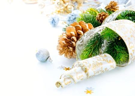 Vánoční dekorace na bílém pozadí Reklamní fotografie