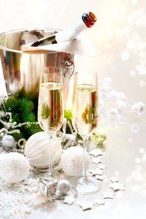 brindis champan: Celebraci�n del A�o Nuevo Dos vidrios de Champ�n