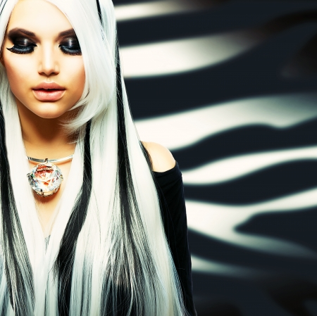 smoky black: Beauty Fashion Girl black and white style