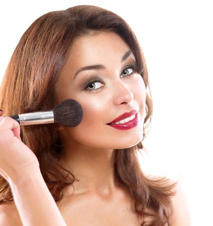 mujer maquillandose: Mujer Joven Hermosa Morena Aplicar Girl Makeup