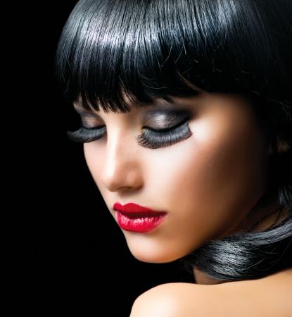 falso: Moda Brunette Girl Portrait primer plano