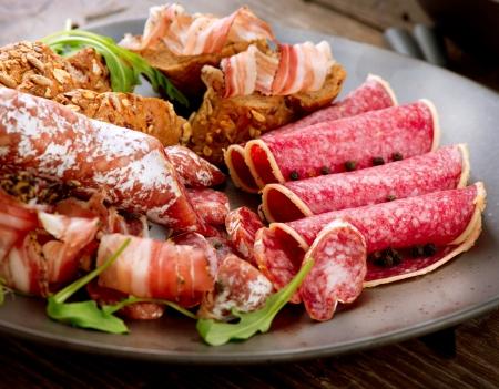 worsten: Worst Diverse Italiaanse Ham, Salami en Bacon Vlees Eten