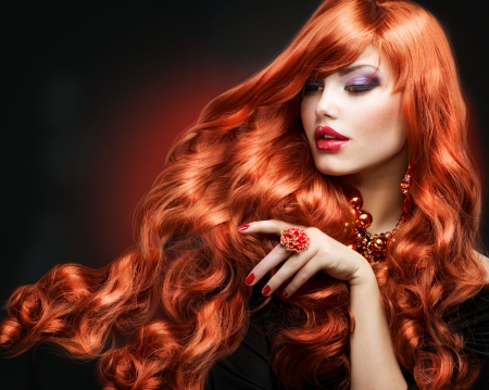 Red Hair Fashion Girl Retrato de pelo rizado largo photo