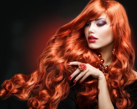 Red Moda Ragazza Capelli Ritratto lunghi capelli ricci photo