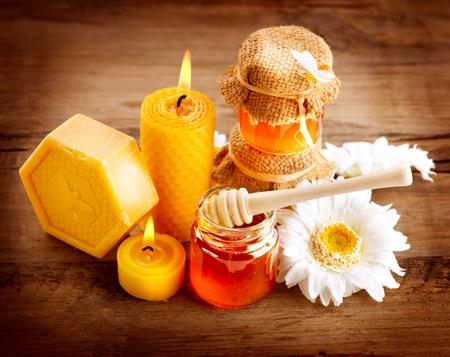 abejas: Miel Spa Healthcare Handmade Soap Tratamientos Naturales Miel Foto de archivo