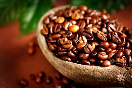 planta de cafe: Granos de café tazón de café aromático primer plano Foto de archivo