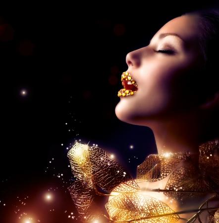 gold decorations: Lujo Maquillaje Oro Beautiful Holiday Maquillaje Profesional Foto de archivo