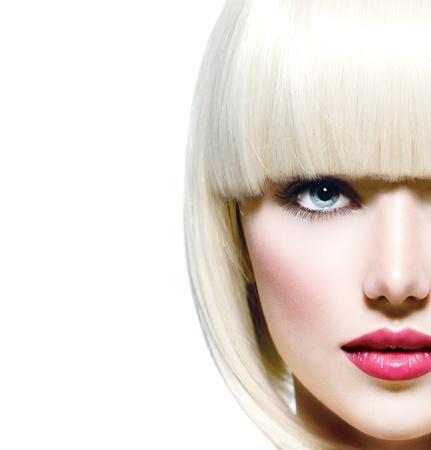 labios rojos: Moda Elegante Belleza retrato de la cara hermosa de la muchacha s primer plano Foto de archivo