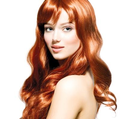 pelo rojo: Belleza Retrato adolescente aislado en un fondo blanco Foto de archivo