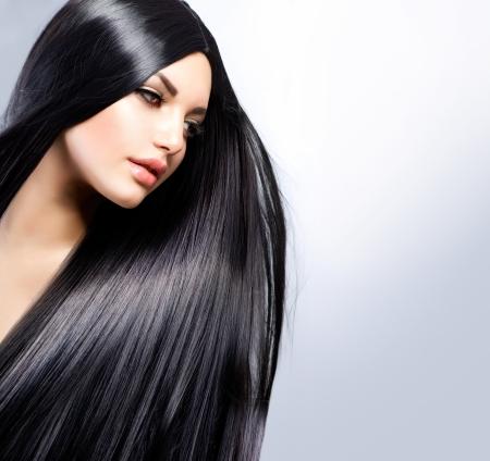 아름다운 갈색 머리 소녀 건강한 긴 머리