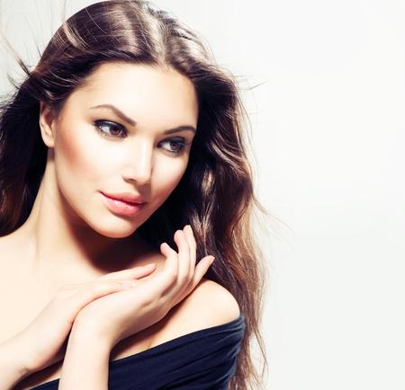 Portrait de femme avec des cheveux Beauté Belle Fille Brunette à long