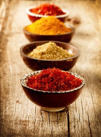 especias: Especias Curry, azafr�n, c�rcuma Foto de archivo