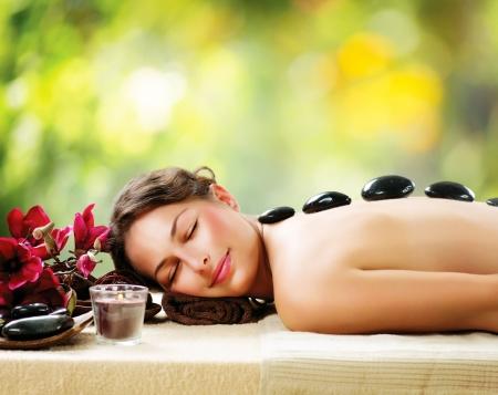 femme baignoire: Salon Spa Massage aux pierres Dayspa Banque d'images