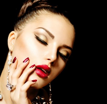 labios rojos: Fashion Manicure Beauty and Make up- Foto de archivo