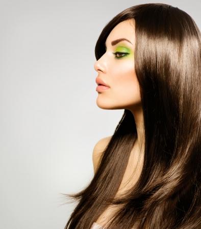 visage femme profil: Belle Fille Brunette sant� de longs cheveux bruns