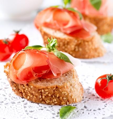 Jamon Plátky chleba se španělskou šunkou Serrano Prosciutto Reklamní fotografie