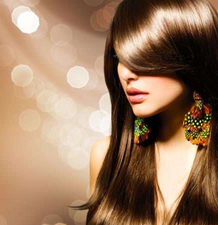 아름다운 갈색 머리 소녀 건강한 긴 갈색 머리