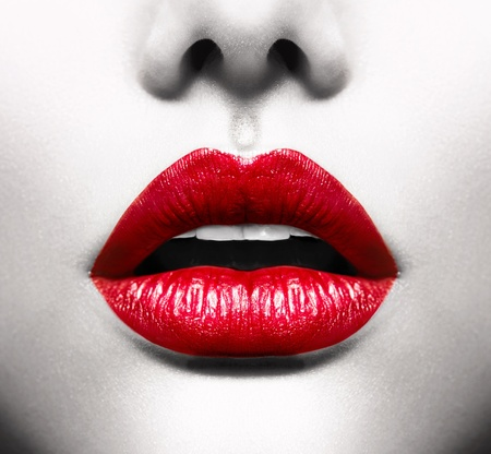 kiss lips: Sexy Lips Imagen conceptual con la boca abierta Vivid Red