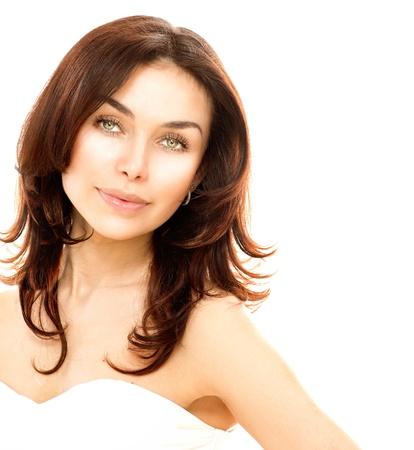 yaşları: Güzel Genç Kadın Portresi Beyaz Mükemmel Cilt izole