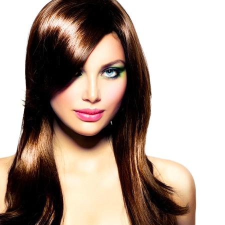 cabello lacio: Hermosa chica morena de pelo largo saludable Brown Foto de archivo