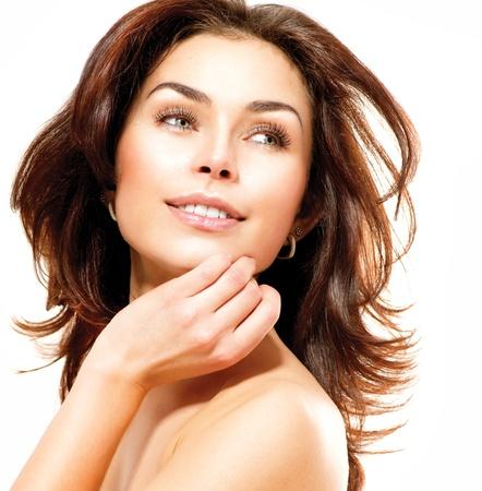 edad media: Hermosa joven retrato femenino aislados en blanco Piel Perfecta