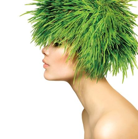 cabello: Belleza Primavera Mujer con Fresh Hair Green Grass Foto de archivo
