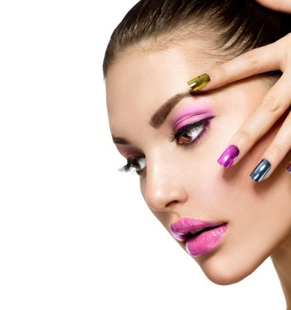 long nail: Bella ragazza di modo s Viso Make-up e manicure Archivio Fotografico