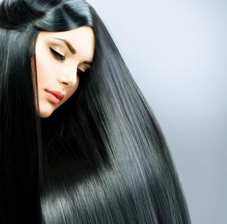 cabello negro: Larga recta pelo Hermosa Niña Morena