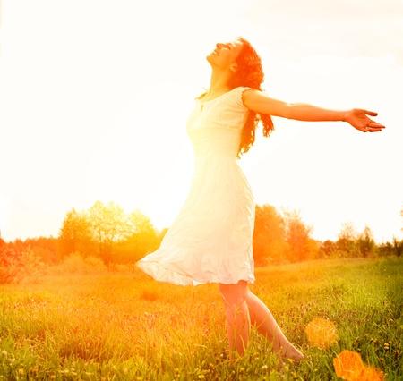 Genot Gratis Gelukkige Vrouw Genieten Natuur Meisje Openlucht