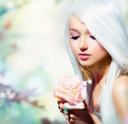 maquillaje fantasia: Primavera hermosa muchacha con la flor de Rose Fantasy
