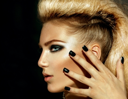 peluqueria: Moda Rocker Style Modelo de la muchacha Retrato Peinado