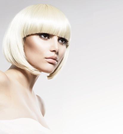 유행 스타일 뷰티 패션 모델의 초상화 이발