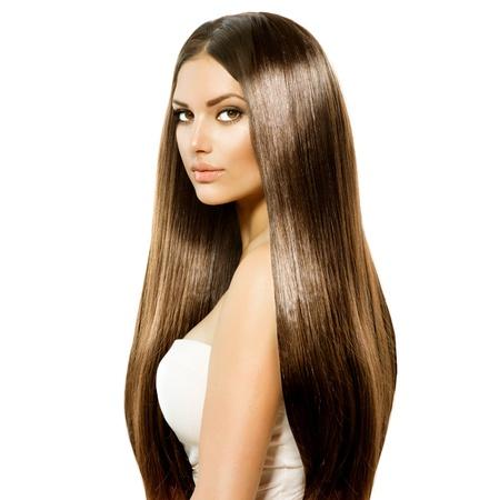 長い健康と光沢のある滑らかな茶色の髪の美しさの女性