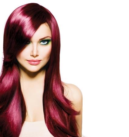 健康な長い髪と青い目と美しいブルネットの少女