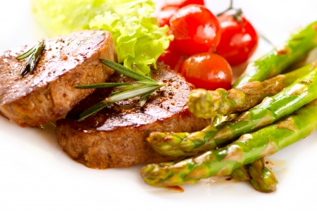 asperges: Gegrilde Biefstuk Vlees over Witte Stockfoto