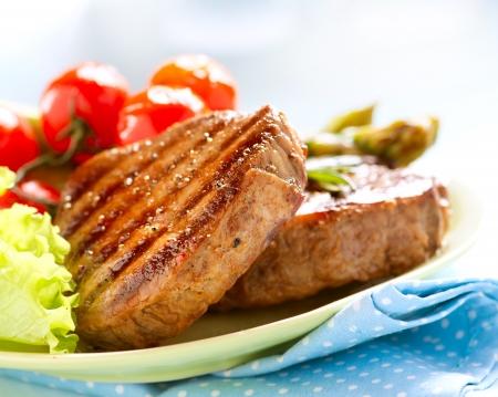 carne asada: Grilled Beef Steak Carne sobre blanco