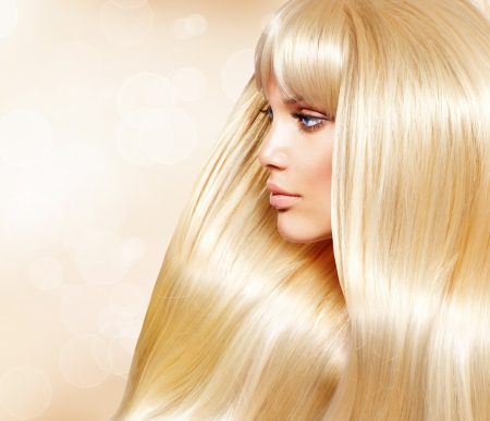 Mode Cheveux blonds Girl With Sant� longs cheveux lisses Blond Hair Fashion Girl With Sant� longs cheveux lisses photo