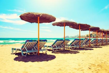 スペインのビーチで休暇の概念コスタ ・ デル ・ ソルから地中海