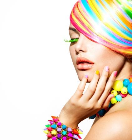 barvitý: Krása dívka portrét s barevnými make-up, vlasy a příslušenství