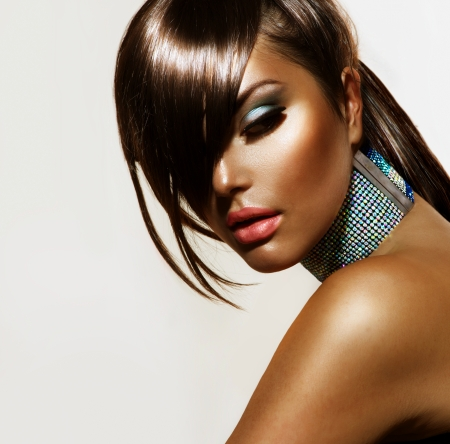 Fashion Beauty Girl corte de pelo con estilo y maquillaje photo