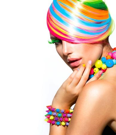 de colores: Muchacha de la belleza del retrato con maquillaje colorido, Cabello y Accesorios