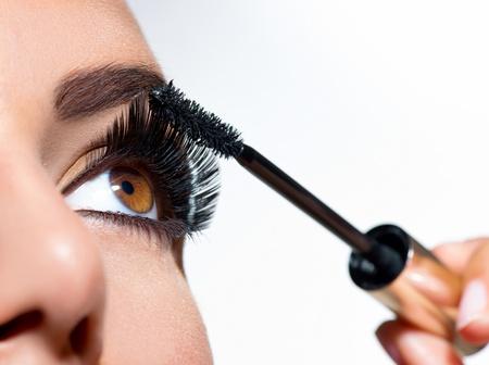 Mascara aanbrengen Long Lashes closeup Stockfoto