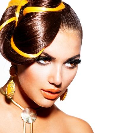 mujeres fashion: Modelo de modas Retrato de ni�a con maquillaje amarillo y naranja