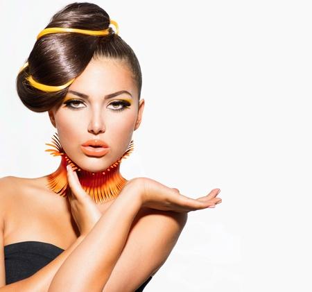 divat: Fashion Model Girl Portrait, sárga és narancssárga smink Stock fotó