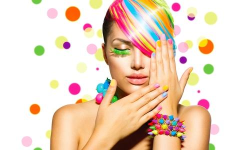 cabello: Muchacha de la belleza del retrato con maquillaje colorido, Cabello y Accesorios