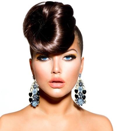 青い目の創造的な髪型とファッション モデル少女の肖像画 写真素材