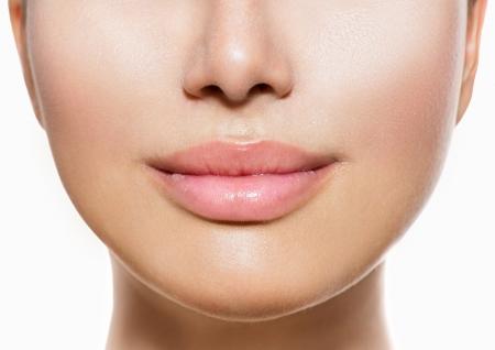 美しい完璧な唇セクシーな口のクローズ アップ白