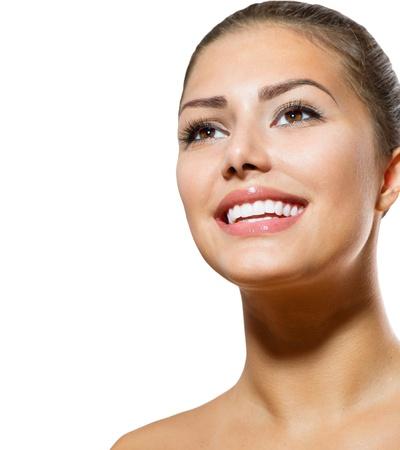 歯のホワイトニングの美しい笑顔の若い女性の肖像画 写真素材