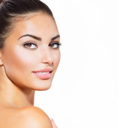 白で隔離されるきれいな新鮮な皮膚と美しい若い女性 写真素材 - 21386664