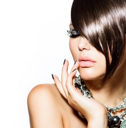 unas largas: Modelo de modas Retrato de la muchacha de moda del estilo de pelo